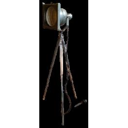 Divadelní reflektor na stativu