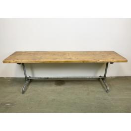 Industriální jídelní stůl